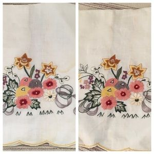 Vintage Embroidered Pair of Hand Towels Scalloped